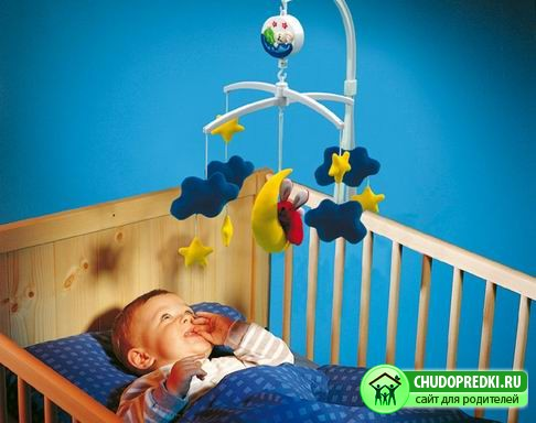 Подвески над детской кроваткой