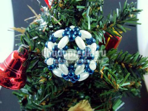 Как сделать новогодние украшения из бисера на елку.