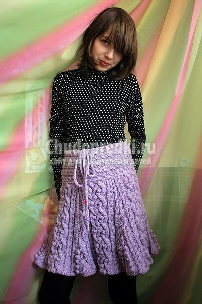 Вязаная юбка расклешенная спицами