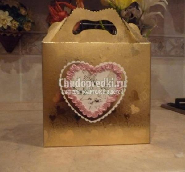 Сделала цветок из ленты секционного крашения и приклеила.  Свадебная коробочка для бокалов готова, а главное, не...