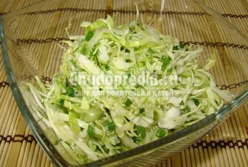 Салат с огурцом и капустой