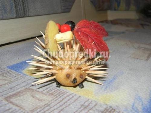 Поделка ёжика из картошки