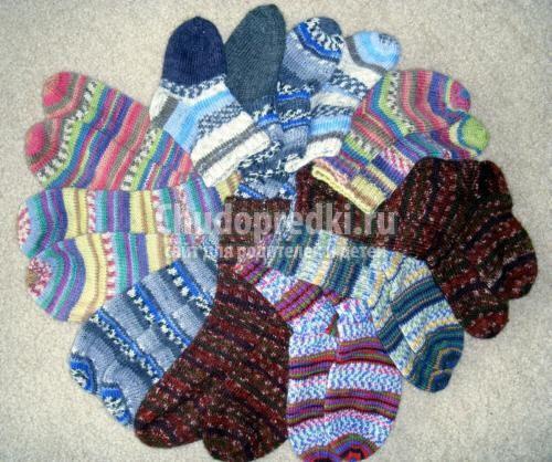 Вяжем носки детям.