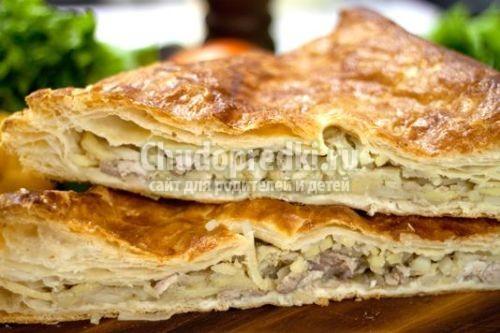 пирог с курицей и грибами рецепт из слоеного теста