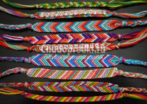 как плетутся фенечки из
