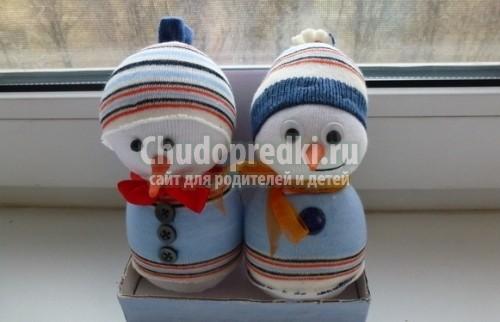 Снеговики из носочков пошаговая инструкция