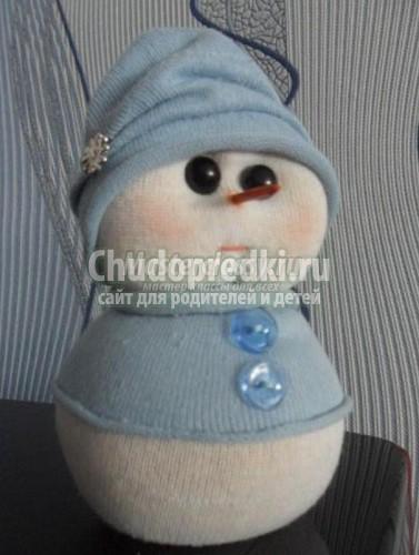 Снеговик из носка своими руками фото