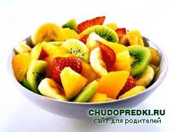 Салат из фруктов с сыром