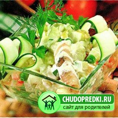 Салат из молодого шпината, картофеля и яиц