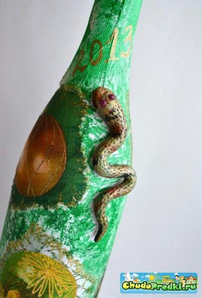 Декупаж бутылки 2013 со змеей. Мастер класс с пошаговыми фото