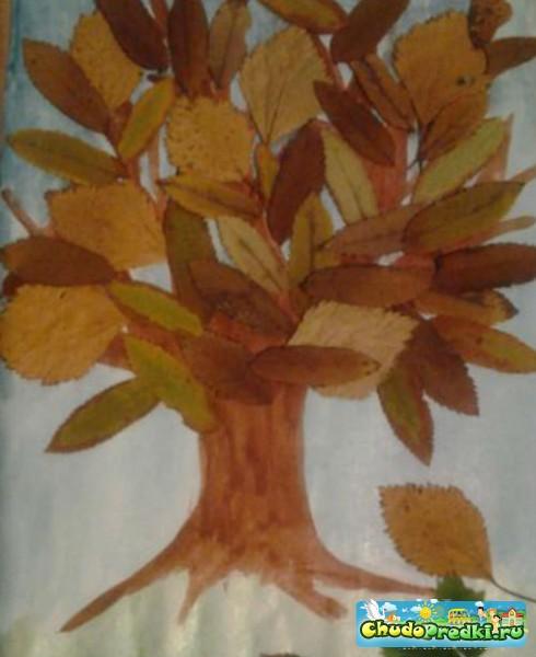 осенняя картина листопад из природных материалов
