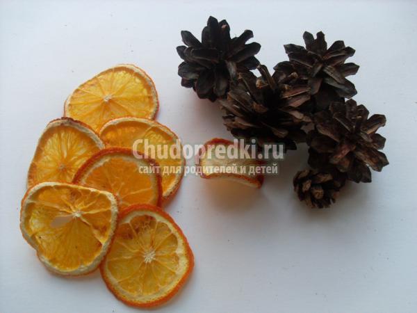 рождественский венок из апельсин