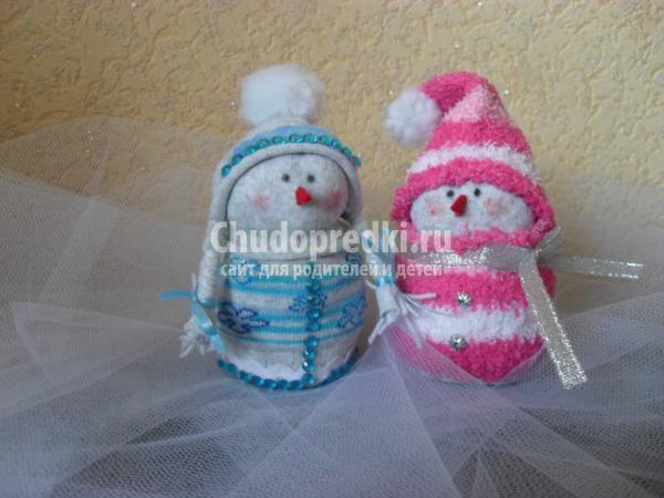снеговички из носочков своими руками