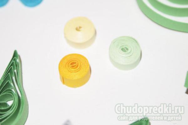 картина с объемными цветами в технике квиллинг