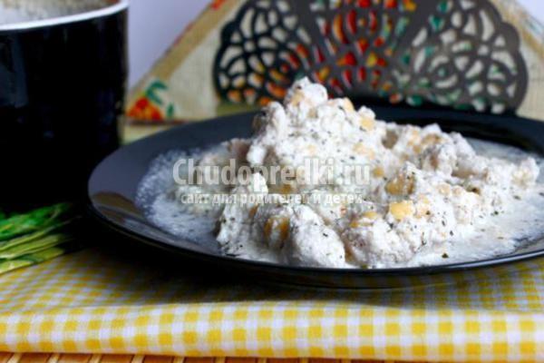 куриное филе в сметанно-сырном соусе