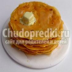 тарелка с блинами из полимерной глины