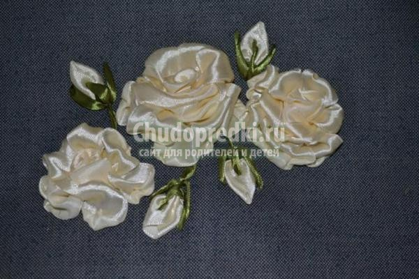 косметичка с вышивкой лентами. Белые розы