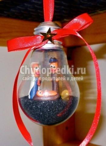 Новогодняя игрушка своими руками из лампочки