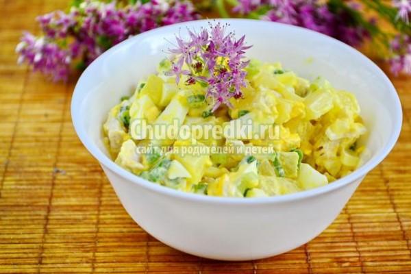 салат с курицей гавайский