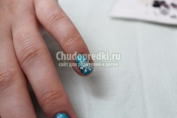 новогодняя роспись ногтей маникюр. Снеговики