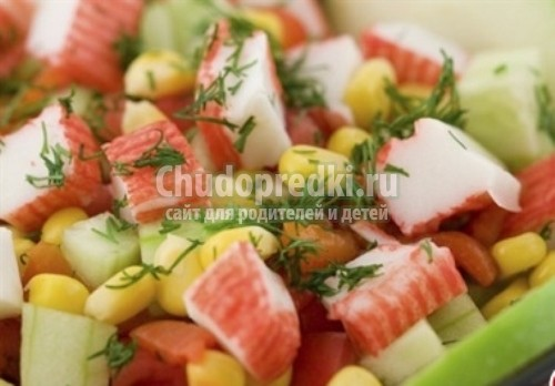 Салат помидоры с крабовыми палочками