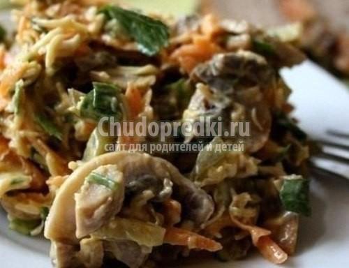 Салат с огурцами и грибами