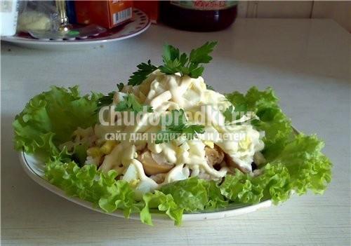 Салат с черносливом и курицей