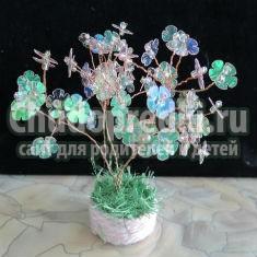маленькое цветущее деревце из пайеток