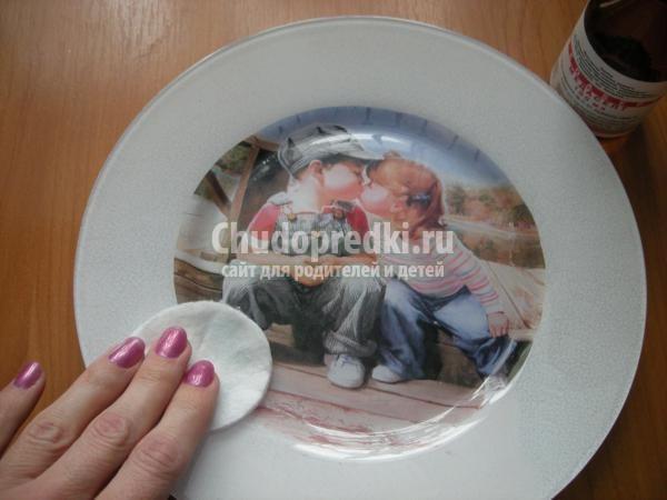 обратный декупаж декоративная тарелка. Первое чувство
