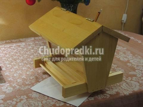 Как сделать кормушку из коробки сока