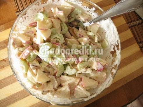 Салат с сельдереем фото