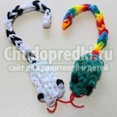 Змей из резинок: варианты плетения на станке и вилках