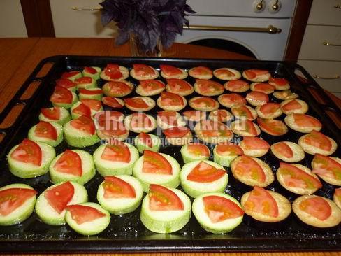 Кабачки с помидорами и чесноком: лучшие рецепты с фото