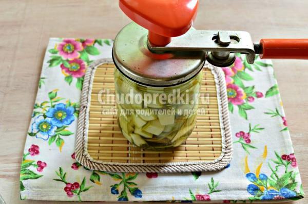 Маринованные кабачки с петрушкой