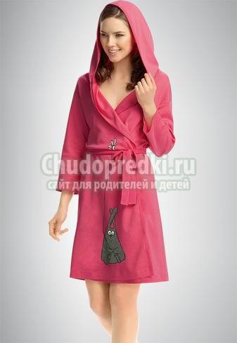 Одежда домашняя: женский халат и трикотажный костюм