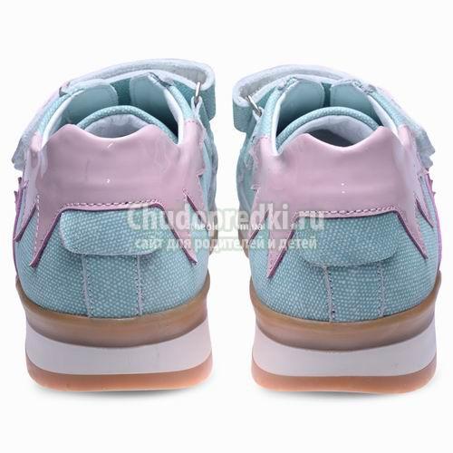 Почему нельзя покупать детскую обувь на вырост