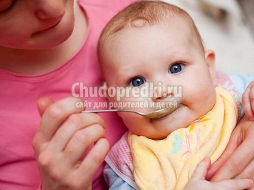 Первый прикорм ребенка. Советы для мам
