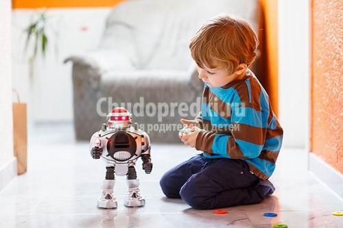 Игрушки для мальчика: что выбрать?
