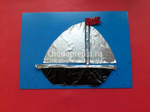 Кораблик из конфетных фантиков