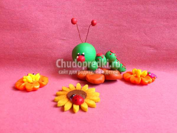 гусеница из пластилина