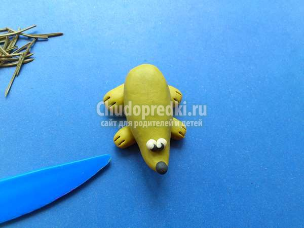 Колючий ежик из пластилина