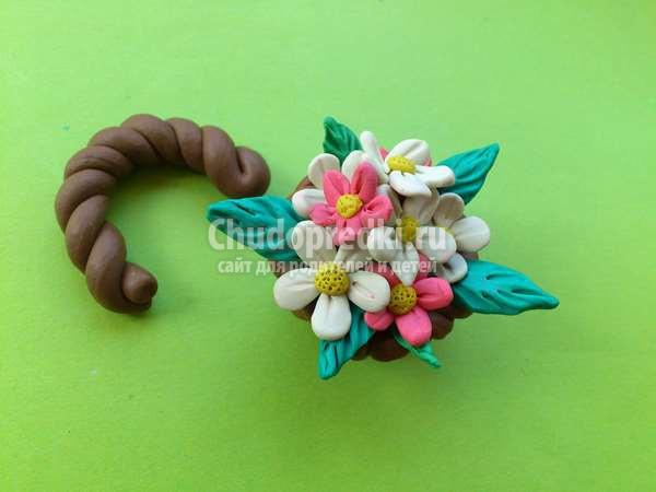 Корзина с цветами из пластилина