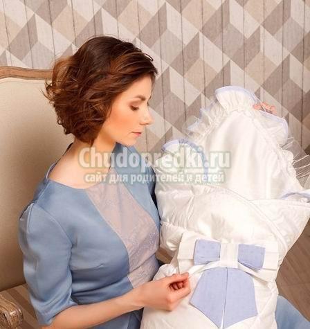 Одежда и конверт для выписки из роддома