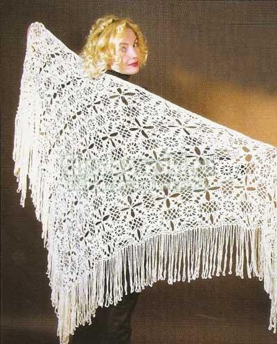 Белая шаль из квадратных мотивов