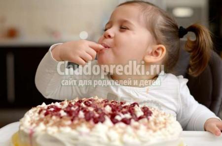 Малыш и сладости. Что можно, а что следует ограничить?