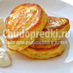 Вкусные пышные оладьи на молоке с дрожжами: ТОП - 5 рецептов с фото