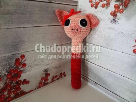 Свинка-погремушка вязанная крючком столбиком без накида: пошаговый мастер-класс с фото