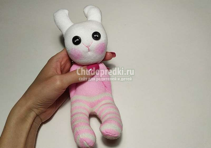 Мастер класс: игрушка зайчик из носков. Как сшить зайку из носка своими руками? Поэтапно