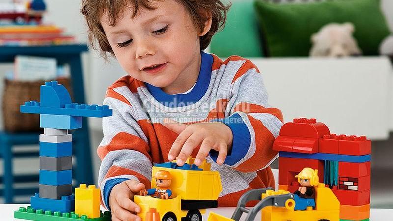 Пластмассовый конструктор для ребенка. Самые популярные виды