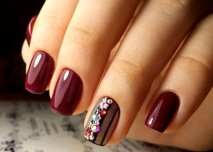 Как выбирать макияж и цвет лака для ногтей
